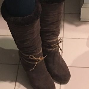 Gorgeous shearling lined brown suede boots